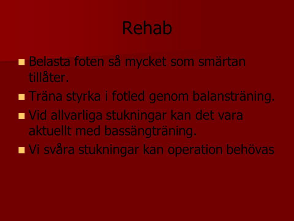 Rehab Belasta foten så mycket som smärtan tillåter. Träna styrka i fotled genom balansträning. Vid allvarliga stukningar kan det vara aktuellt med bas