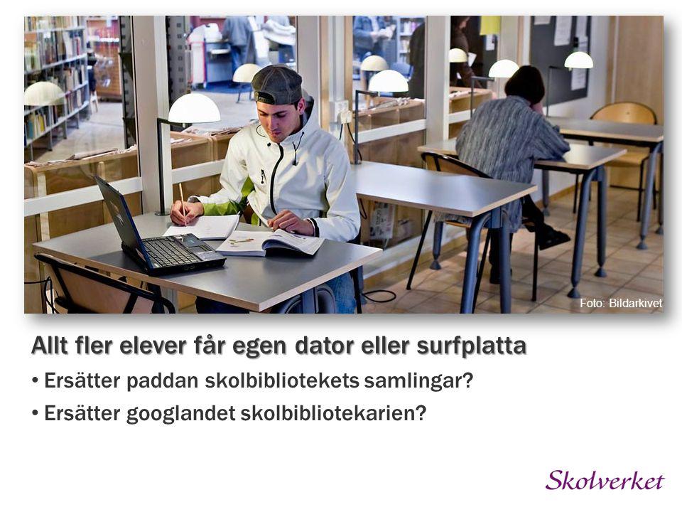 Foto: Bildarkivet Allt fler elever får egen dator eller surfplatta Ersätter paddan skolbibliotekets samlingar.