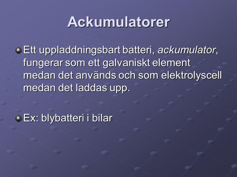 Ackumulatorer Ett uppladdningsbart batteri, ackumulator, fungerar som ett galvaniskt element medan det används och som elektrolyscell medan det laddas upp.