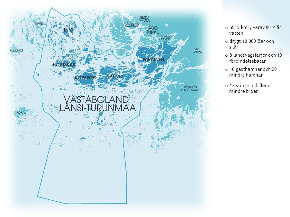 o 5545 km², varav 80 % är vatten o drygt 10 000 öar och skär o 8 landsvägsfärjor och 10 förbindelsebåtar o 10 gästhamnar och 20 mindre hamnar o 12 större och flera mindre broar