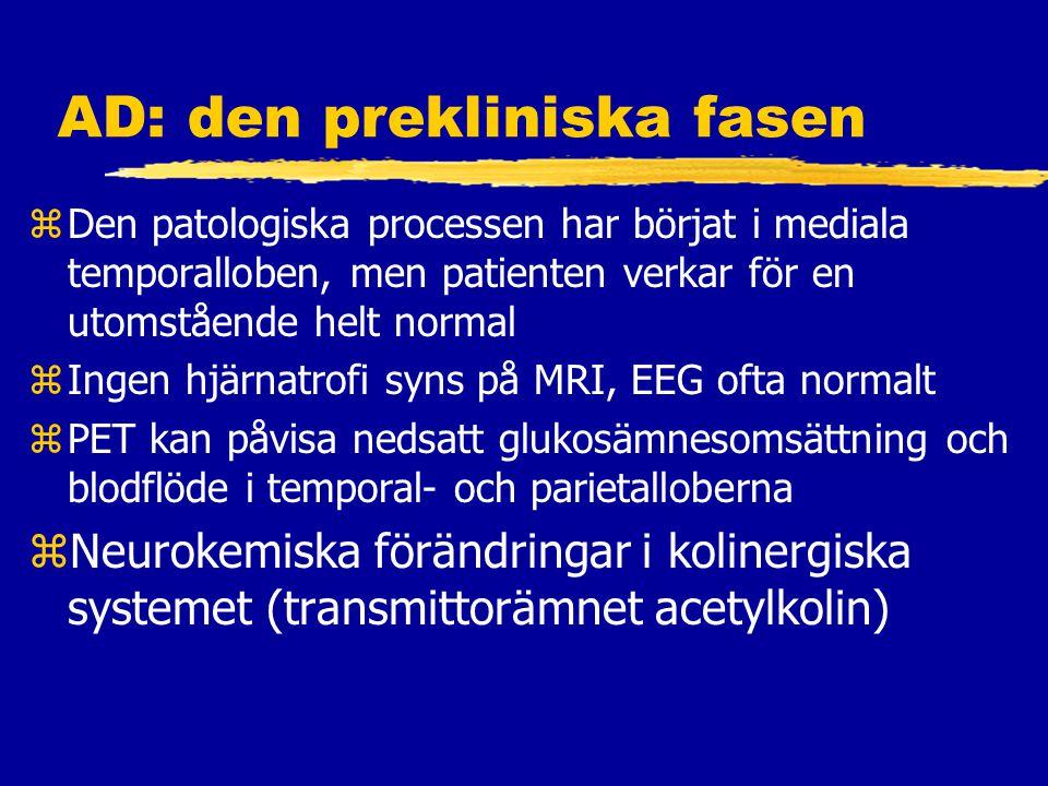 AD: den prekliniska fasen zDen patologiska processen har börjat i mediala temporalloben, men patienten verkar för en utomstående helt normal zIngen hjärnatrofi syns på MRI, EEG ofta normalt zPET kan påvisa nedsatt glukosämnesomsättning och blodflöde i temporal- och parietalloberna zNeurokemiska förändringar i kolinergiska systemet (transmittorämnet acetylkolin)