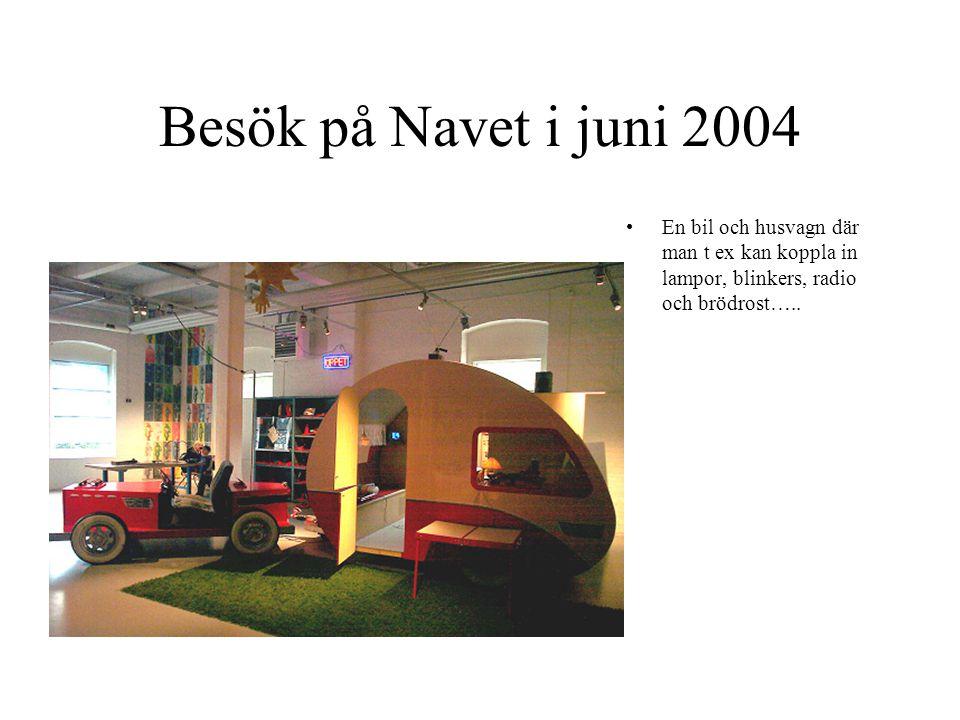 Besök på Navet i juni 2004 En bil och husvagn där man t ex kan koppla in lampor, blinkers, radio och brödrost…..