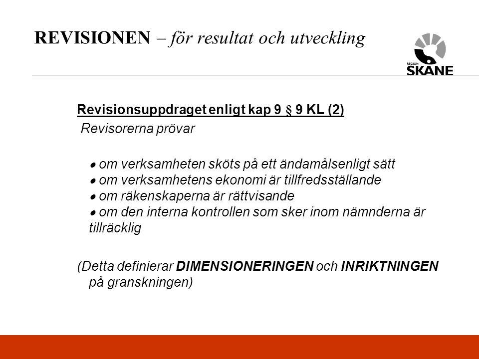 REVISIONEN – för resultat och utveckling Revisionsuppdraget enligt kap 9 § 9 KL (2) Revisorerna prövar  om verksamheten sköts på ett ändamålsenligt sätt  om verksamhetens ekonomi är tillfredsställande  om räkenskaperna är rättvisande  om den interna kontrollen som sker inom nämnderna är tillräcklig (Detta definierar DIMENSIONERINGEN och INRIKTNINGEN på granskningen)
