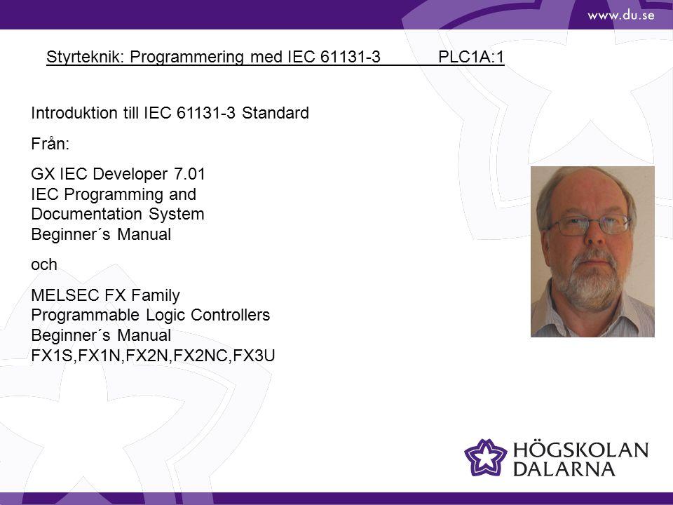 Styrteknik: Programmering med IEC 61131-3 PLC1A:2 En PLC består av: En ingångsdel (Input Stage) Bearbetningsdel (Processing Stage) innehåller ett program som definierar sambandet mellan ingångsdelen och utgångsdelen En utgångsdel (Output Stage)