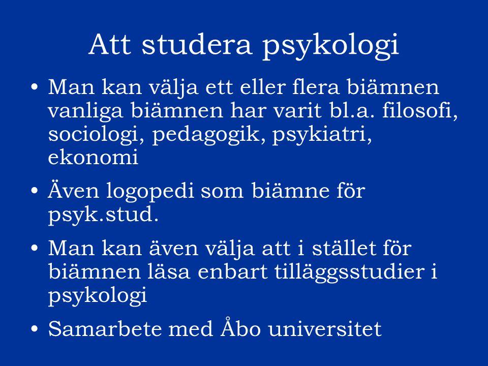Att studera psykologi Några exempel på kurser: Huvudämnesstudier: Utvecklingspsykologi, Neuropsykologi/Kognitiv psykologi, Personlighet, Socialpsykologi, Sexologi, Organisations- och arbetspsykologi, Forskningsmetodik Fördjupade studier: Psykologiska test, Intervjumetodik, Dynamisk psykoterapi, Kognitiv psykoterapi, Handledd terapi, Neuropsykologisk utredning