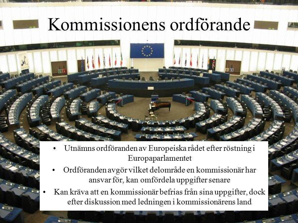 Utnämns ordföranden av Europeiska rådet efter röstning i Europaparlamentet Ordföranden avgör vilket delområde en kommissionär har ansvar för, kan omfördela uppgifter senare Kan kräva att en kommissionär befrias från sina uppgifter, dock efter diskussion med ledningen i kommissionärens land Kommissionens ordförande