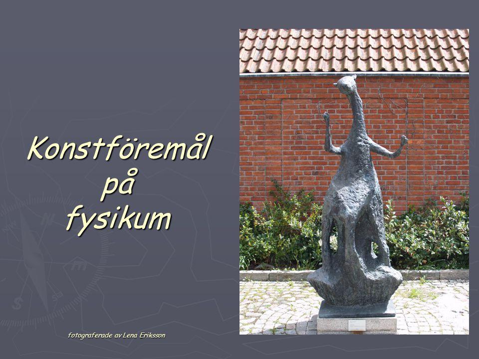 Konstföremål på fysikum fotograferade av Lena Eriksson