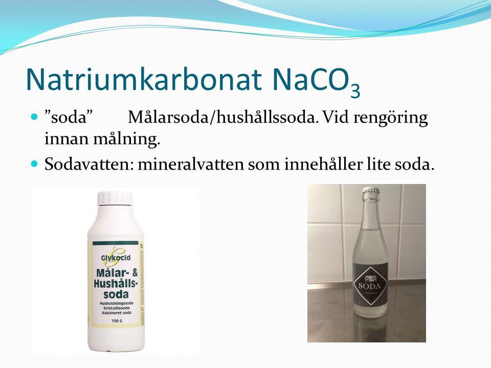 """Natriumkarbonat NaCO 3 """"soda""""Målarsoda/hushållssoda. Vid rengöring innan målning. Sodavatten: mineralvatten som innehåller lite soda."""