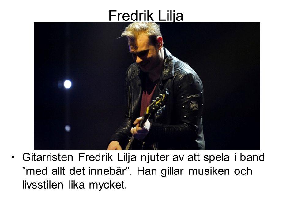 """Fredrik Lilja Gitarristen Fredrik Lilja njuter av att spela i band """"med allt det innebär"""". Han gillar musiken och livsstilen lika mycket."""