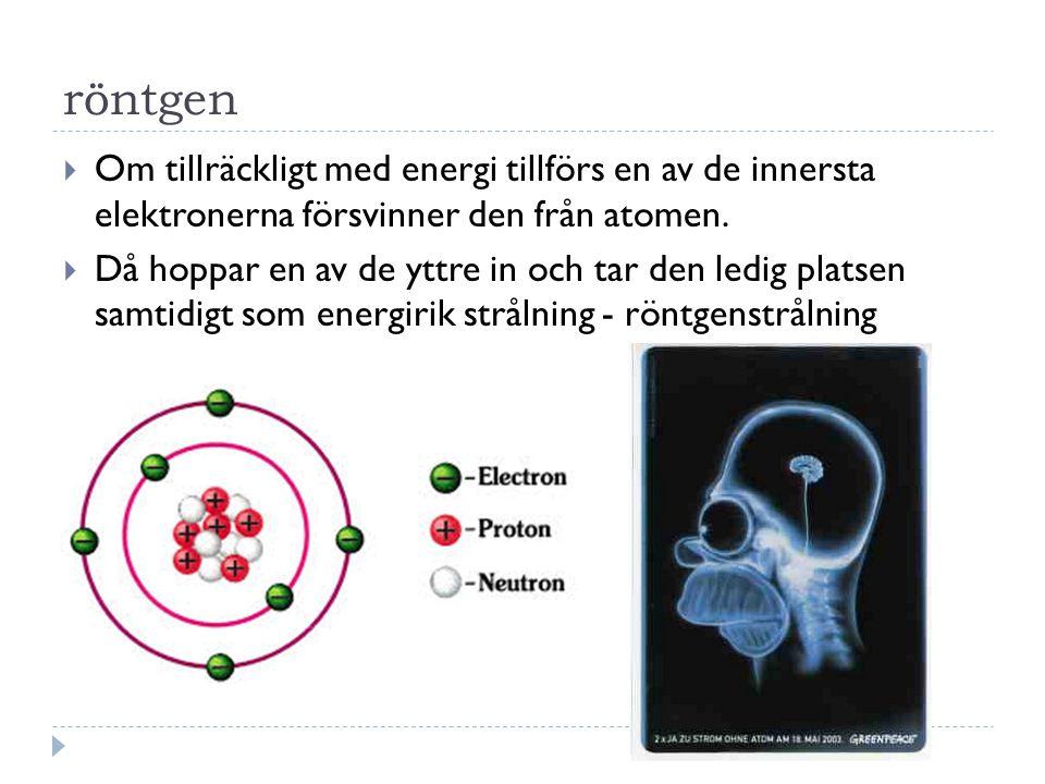 Radioaktivitet  Vissa kärnor är instabila de har för mycket energi  Vill komma i balans och därför sönderfaller de genom strålning  Det finns 3 olika typer av strålning Alfastrålning – α Betastrålning – β Gammastrålning - γ Partikelstrålning