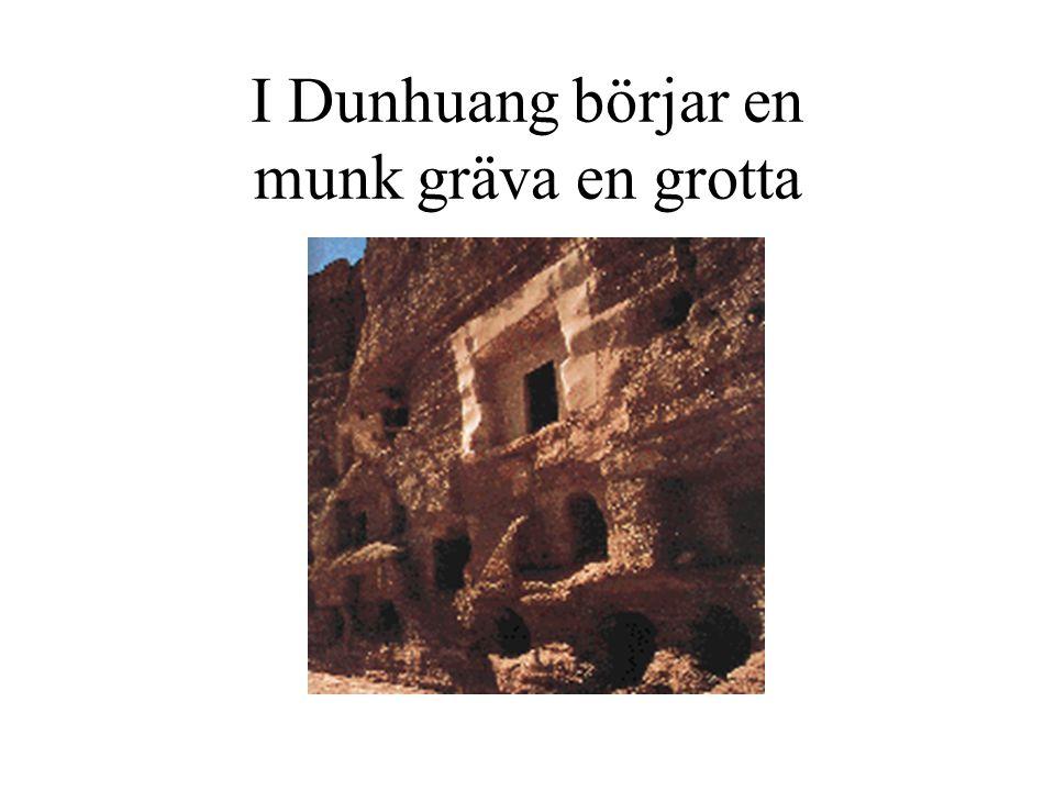 I Dunhuang börjar en munk gräva en grotta