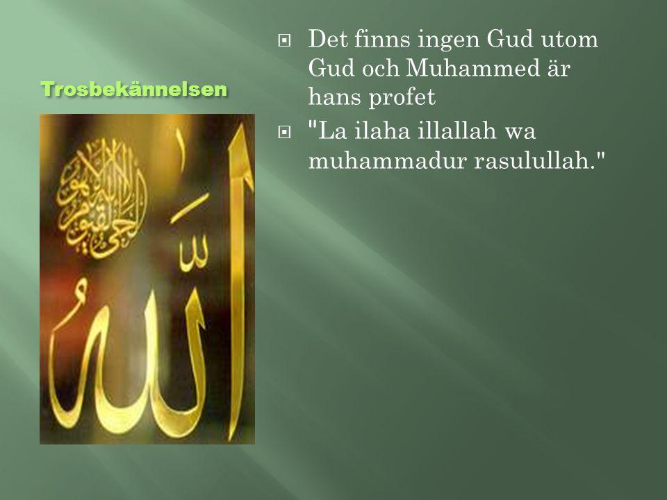 Bönen  Bönen består av Koranens första sura, trosbekännelsen, och en välsignelse över profeten.