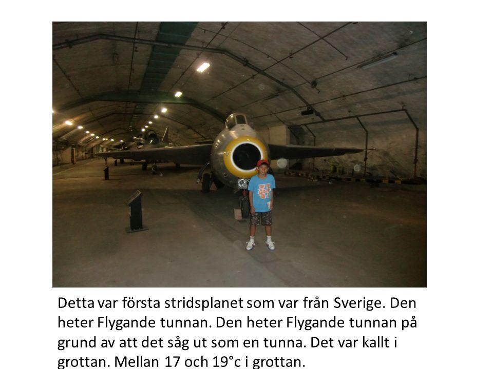 Detta var första stridsplanet som var från Sverige. Den heter Flygande tunnan. Den heter Flygande tunnan på grund av att det såg ut som en tunna. Det