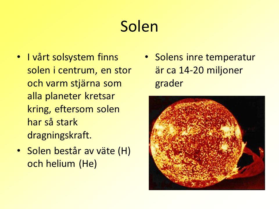 Solen I vårt solsystem finns solen i centrum, en stor och varm stjärna som alla planeter kretsar kring, eftersom solen har så stark dragningskraft. So