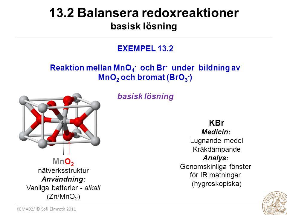 KEMA02/ © Sofi Elmroth 2011 ETT EXEMPEL: – Fe(s) │ Fe 2+ (aq) │ │ Ag + (aq) │ Ag(s) + HALVCELLSREAKTIONER (från tabell) KATOD: Ag + (aq) + e-  Ag(s)E o = + 0.80 V reduceras gärna ANOD: Fe 2+ (aq) + 2 e-  Fe(s)E o = - 0.44 V omvänd reaktion bäst.