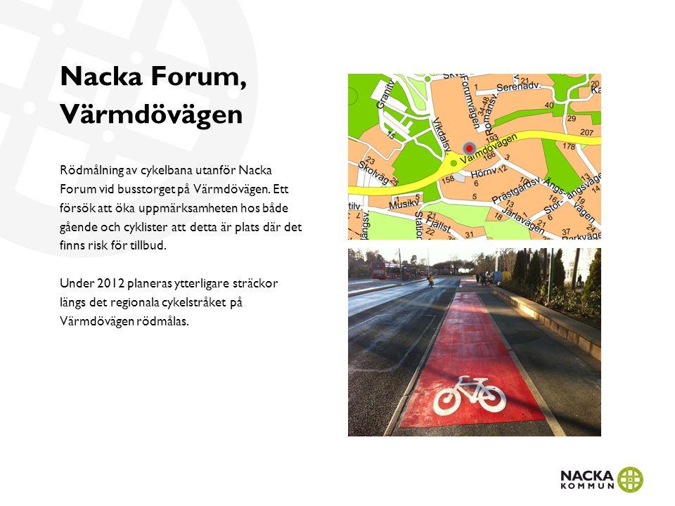 Nacka Forum, Värmdövägen Rödmålning av cykelbana utanför Nacka Forum vid busstorget på Värmdövägen.