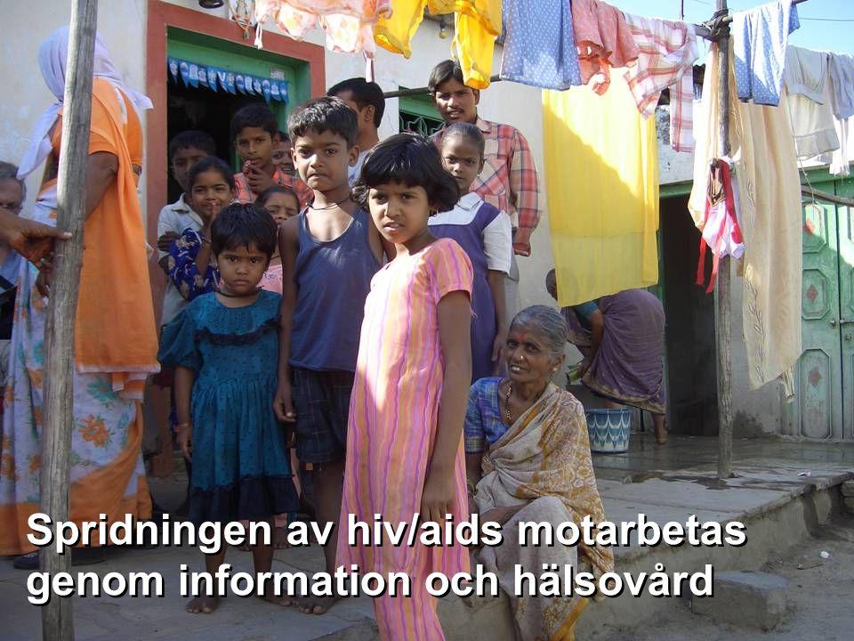 Spridningen av hiv/aids motarbetas genom information och hälsovård