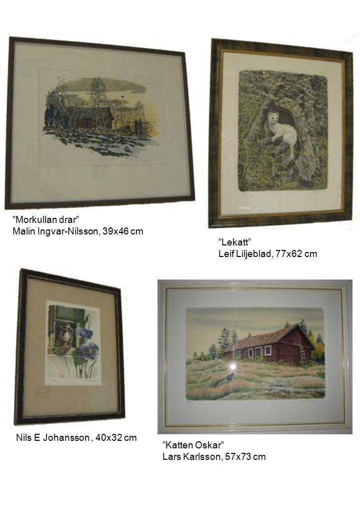 """Lekatt"" Leif Liljeblad, 77x62 cm ""Morkullan drar"" Malin Ingvar-Nilsson, 39x46 cm ""Katten Oskar"" Lars Karlsson, 57x73 cm Nils E Johansson, 40x32 cm"