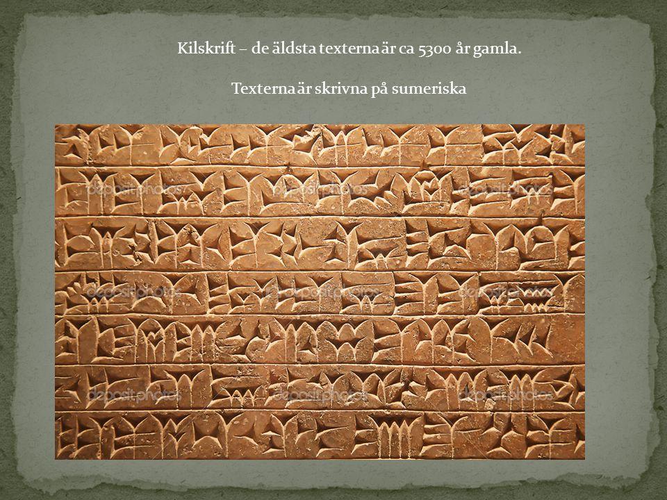 Kilskrift – de äldsta texterna är ca 5300 år gamla. Texterna är skrivna på sumeriska