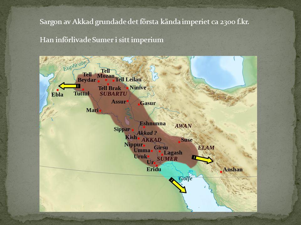 Sargon av Akkad grundade det första kända imperiet ca 2300 f.kr. Han införlivade Sumer i sitt imperium