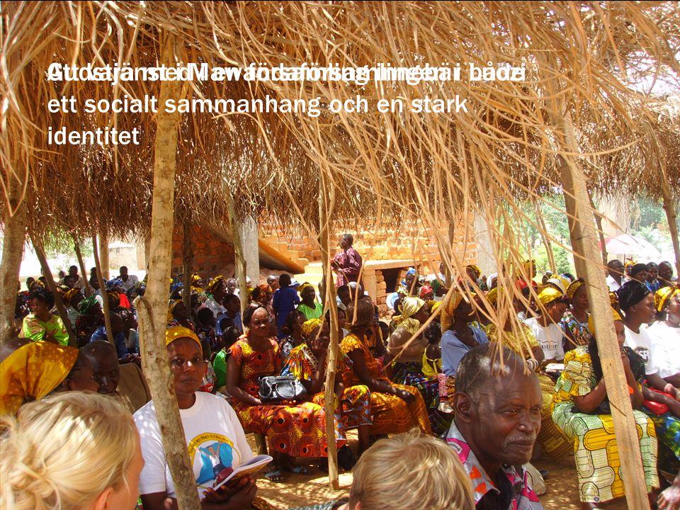Gudstjänst i Mawandaförsamlingen i LuoziAtt vara med i en församling innebär både ett socialt sammanhang och en stark identitet