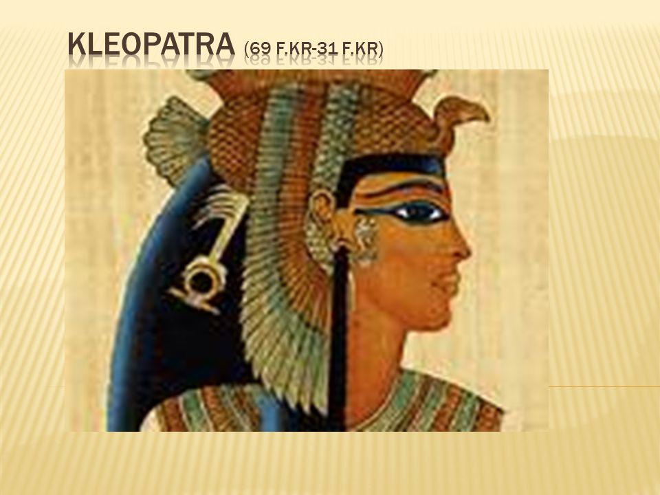  Som den första av dynastins drottningar präglade hon mynt med sin egen bild.