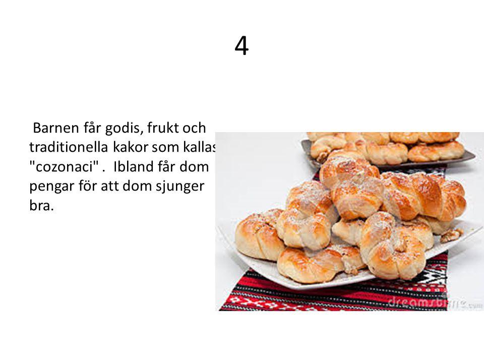 4 Barnen får godis, frukt och traditionella kakor som kallas cozonaci .