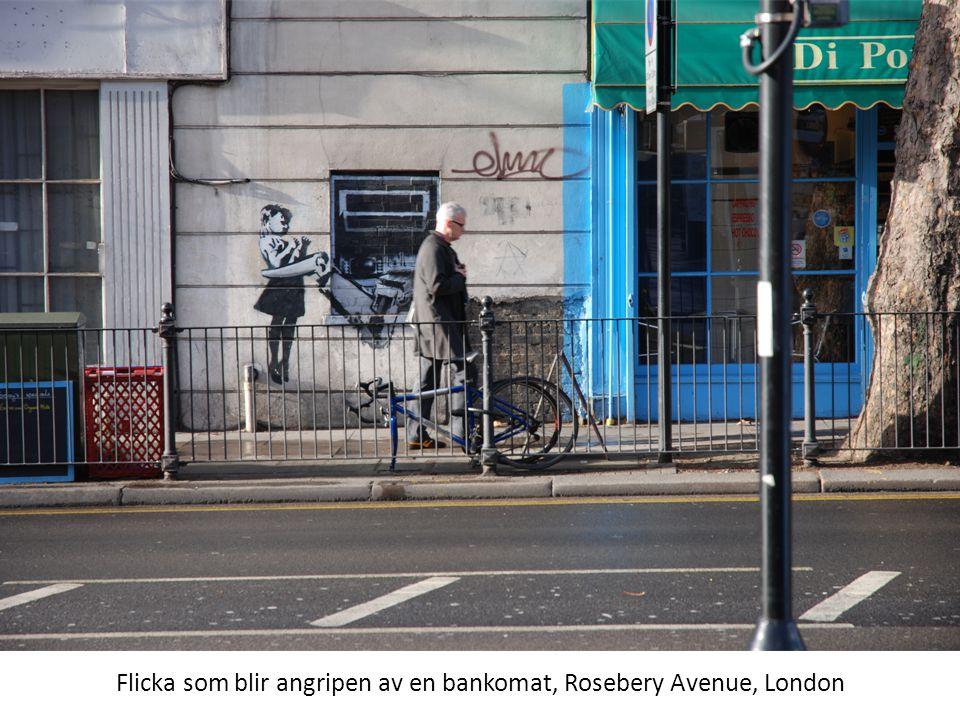 Flicka som blir angripen av en bankomat, Rosebery Avenue, London
