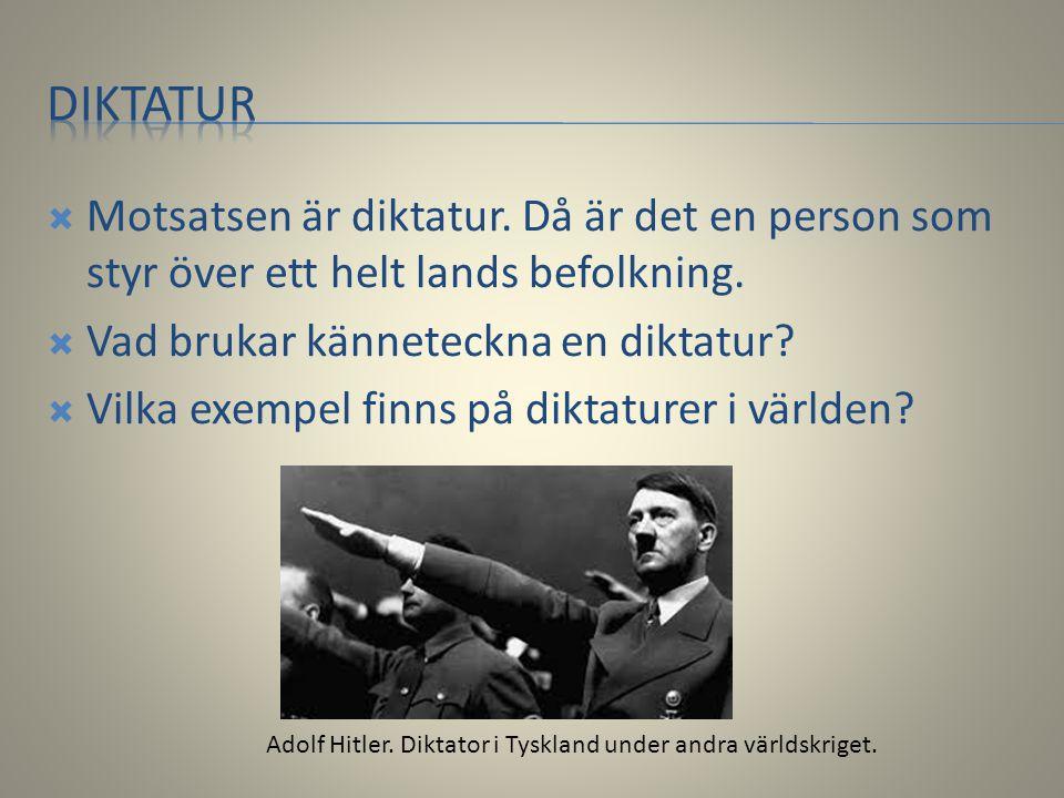  Motsatsen är diktatur. Då är det en person som styr över ett helt lands befolkning.  Vad brukar känneteckna en diktatur?  Vilka exempel finns på d