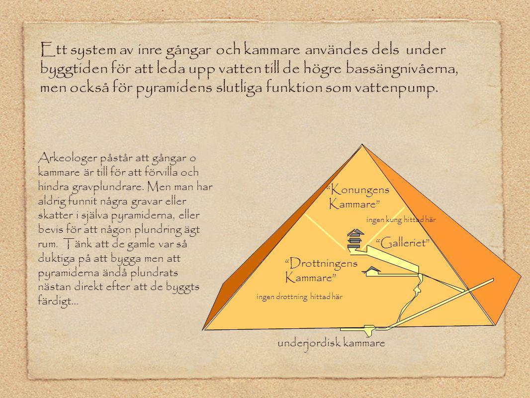 Ett system av inre gångar och kammare användes dels under byggtiden för att leda upp vatten till de högre bassängnivåerna, men också för pyramidens sl