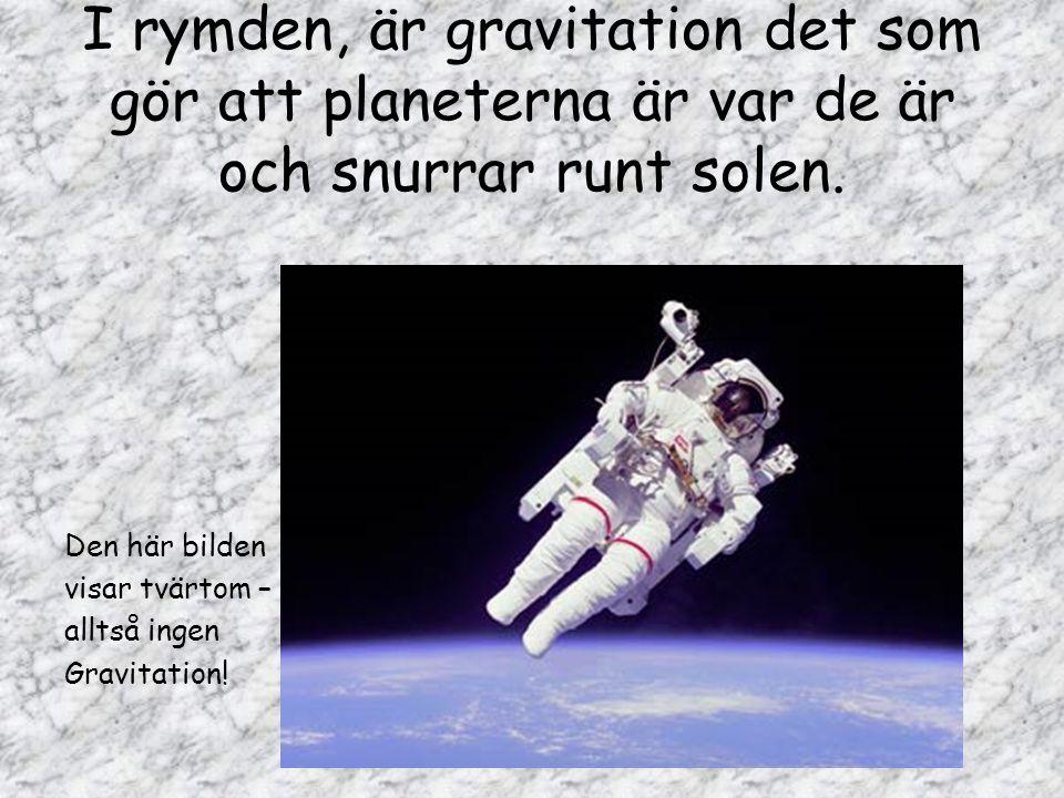 I rymden, är gravitation det som gör att planeterna är var de är och snurrar runt solen. Den här bilden visar tvärtom – alltså ingen Gravitation!