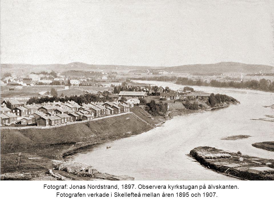 Fotograf: Jonas Nordstrand, 1897. Observera kyrkstugan på älvskanten.
