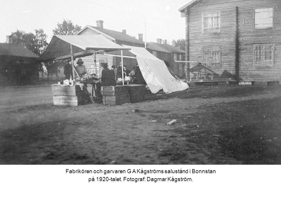 Fabrikören och garvaren G A Kågströms salustånd i Bonnstan på 1920-talet.