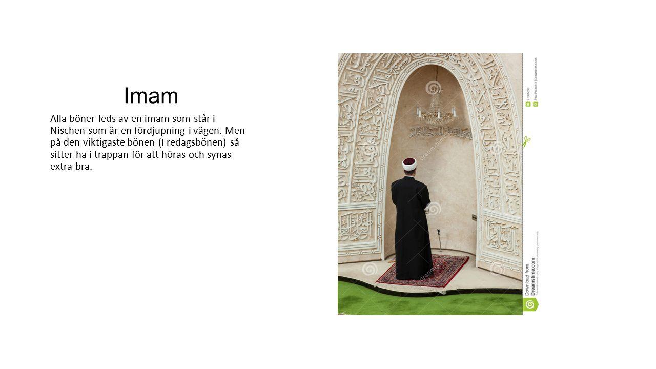 Imam Alla böner leds av en imam som står i Nischen som är en fördjupning i vägen. Men på den viktigaste bönen (Fredagsbönen) så sitter ha i trappan fö