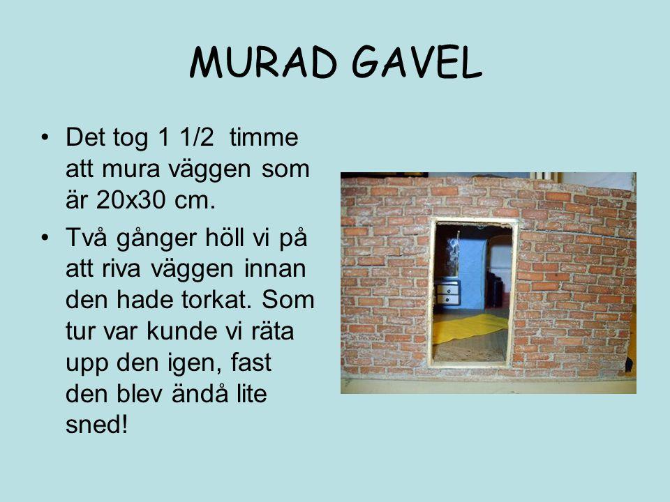MURAD GAVEL Det tog 1 1/2 timme att mura väggen som är 20x30 cm. Två gånger höll vi på att riva väggen innan den hade torkat. Som tur var kunde vi rät