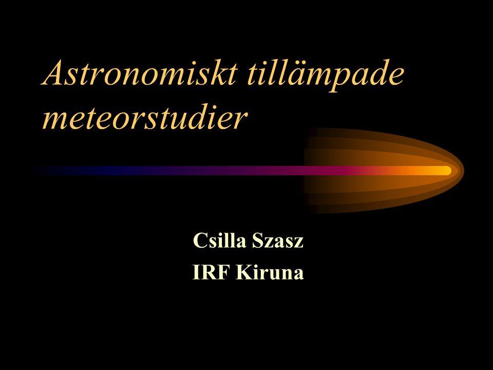 Begrepp Meteoroider: partiklar i rymden små asteroider : radie ≤ 10 km mikrometeoroider: radie ≤ 1 mm damm : radie ≤ 1 μm Meteor: ljusfenomen på himlen orsakat av en meteoroid Meteorit: meteoroid som klarar sig igenom atmosfären och faller ner på jorden