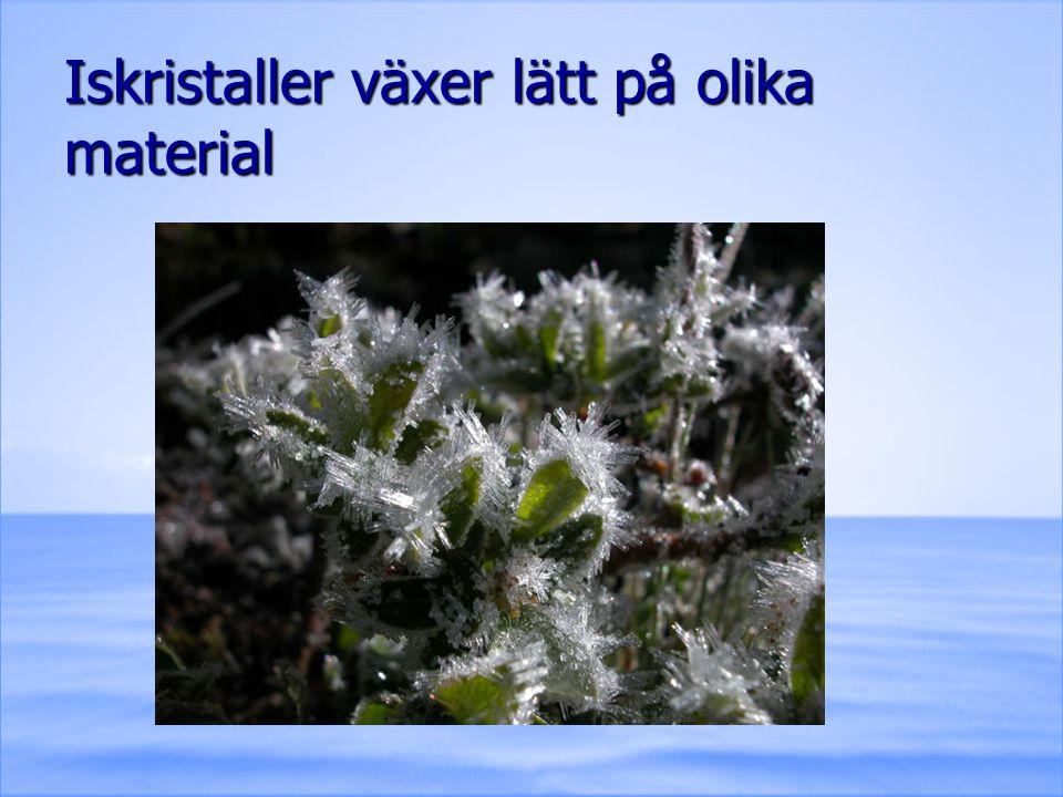 Iskristaller växer lätt på olika material