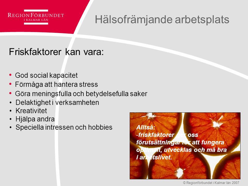 Hälsofrämjande arbetsplats WHO – definition av hälsa Hälsa är ett tillstånd av fullständigt fysiskt, psykiskt och socialt välbefinnande och inte enbart frånvaro av sjukdom © Regionförbundet i Kalmar län 2007