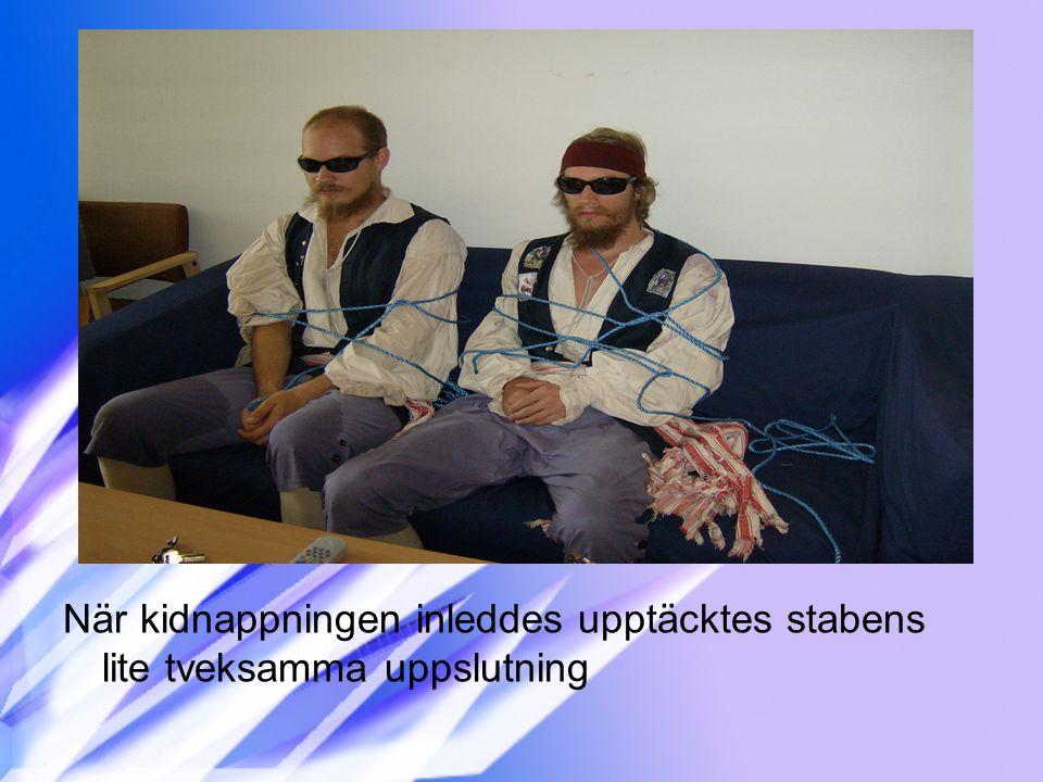 När kidnappningen inleddes upptäcktes stabens lite tveksamma uppslutning