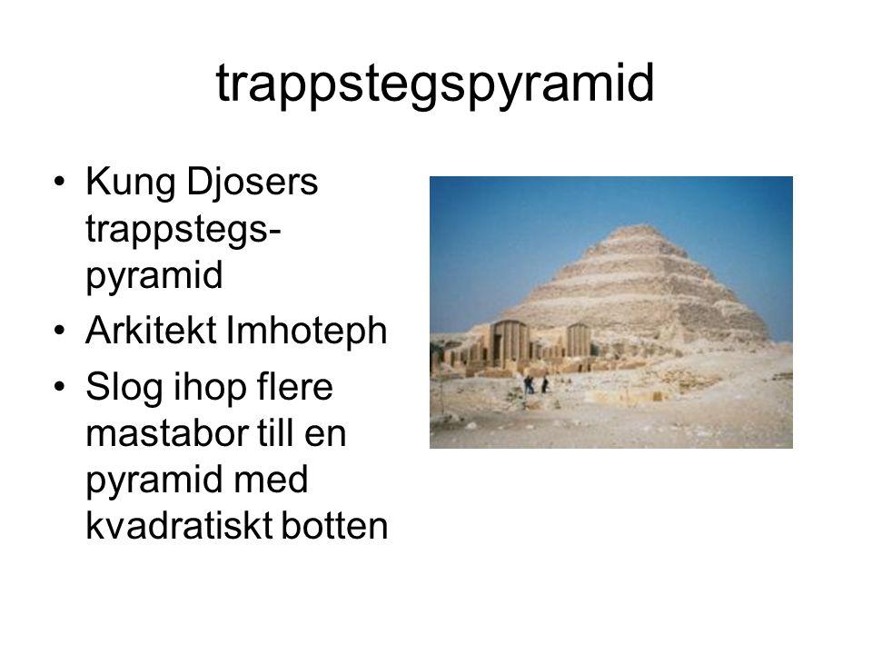 trappstegspyramid Kung Djosers trappstegs- pyramid Arkitekt Imhoteph Slog ihop flere mastabor till en pyramid med kvadratiskt botten