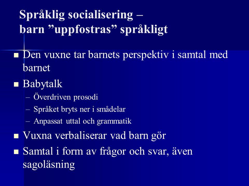 """Språklig socialisering – barn """"uppfostras"""" språkligt Den vuxne tar barnets perspektiv i samtal med barnet Babytalk – –Överdriven prosodi – –Språket br"""