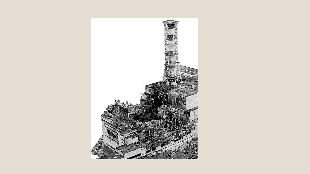 Vätgasexplosionerna från härdsmältorna i reaktor 1, 2 och 3 förstörde de sista barriärerna som skulle skydda människor och miljö från radioaktiv strålning.
