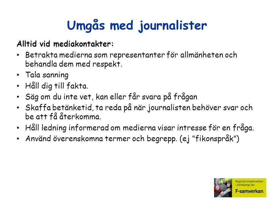 Umgås med journalister Alltid vid mediakontakter: Betrakta medierna som representanter för allmänheten och behandla dem med respekt. Tala sanning Håll