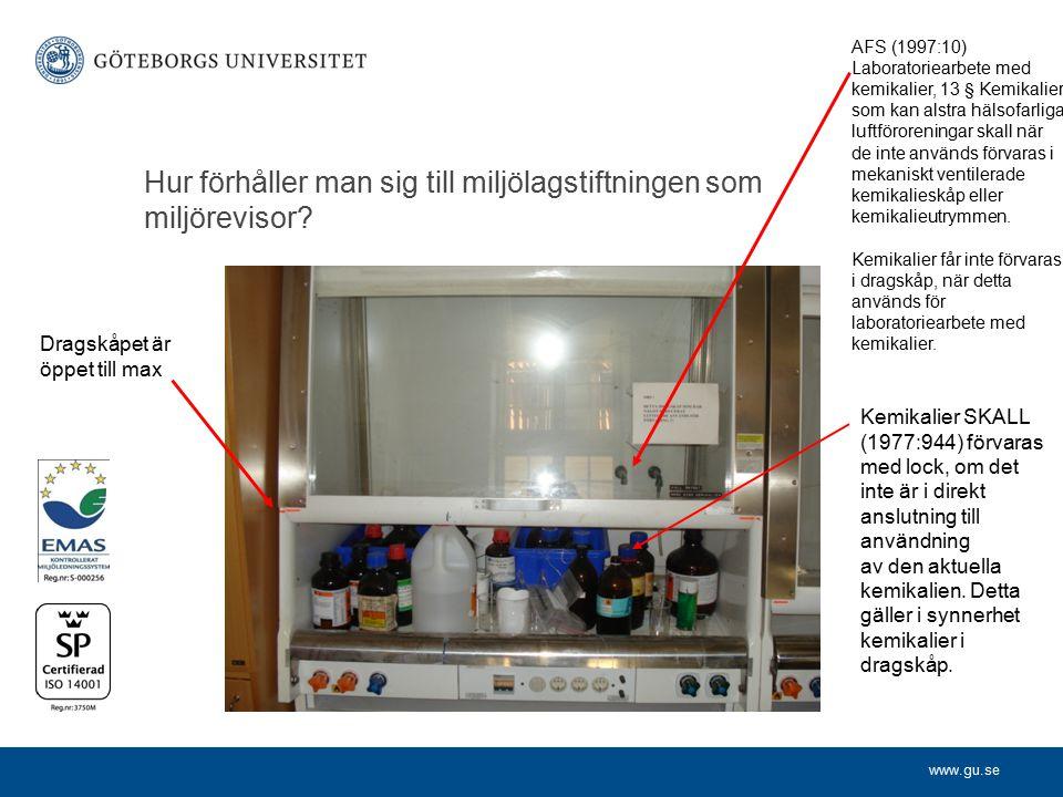 www.gu.se Hur förhåller man sig till miljölagstiftningen som miljörevisor? Kemikalier SKALL (1977:944) förvaras med lock, om det inte är i direkt ansl