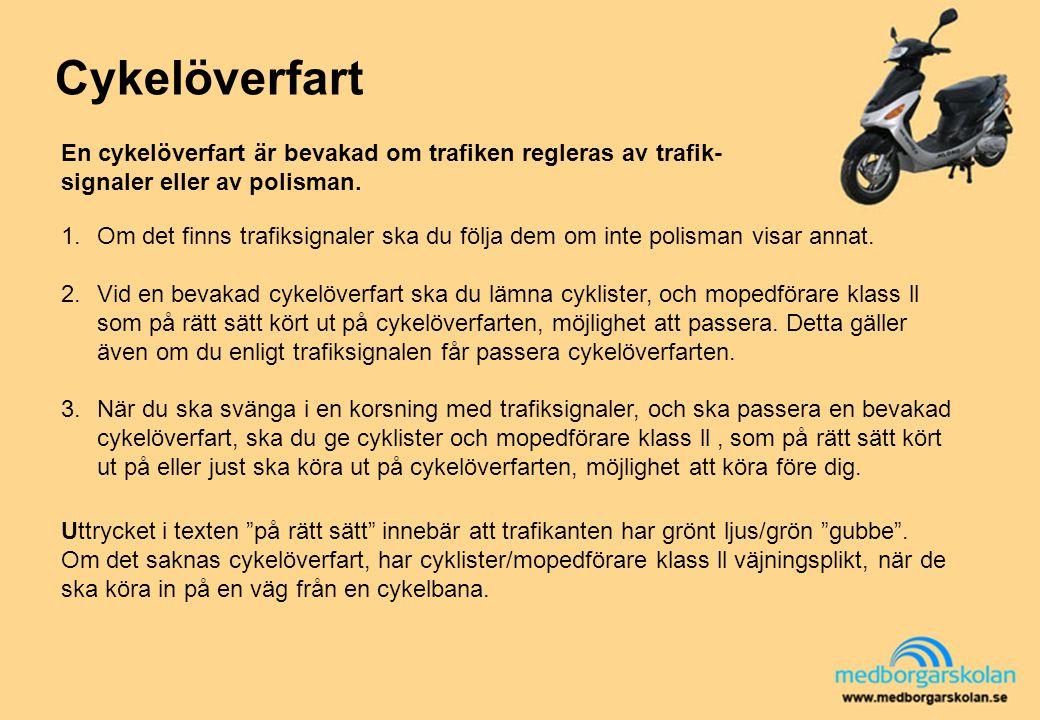 Cykelöverfart En cykelöverfart är bevakad om trafiken regleras av trafik- signaler eller av polisman. 1.Om det finns trafiksignaler ska du följa dem o