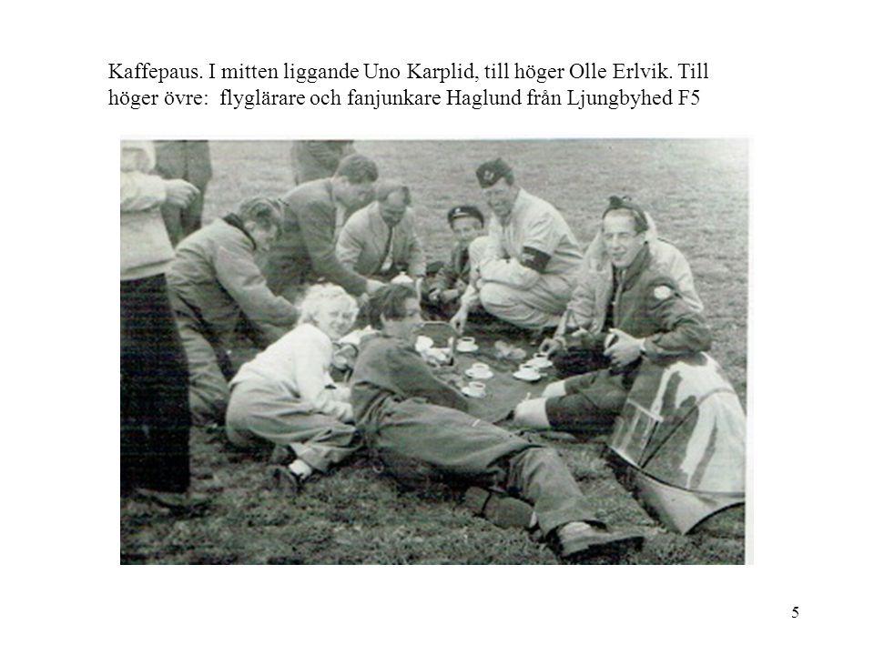 5 Kaffepaus. I mitten liggande Uno Karplid, till höger Olle Erlvik. Till höger övre: flyglärare och fanjunkare Haglund från Ljungbyhed F5