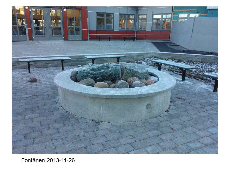 Entrén från skolgården 2013-09-27