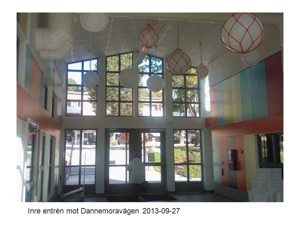 Inre entrén mot Dannemoravägen 2013-09-27