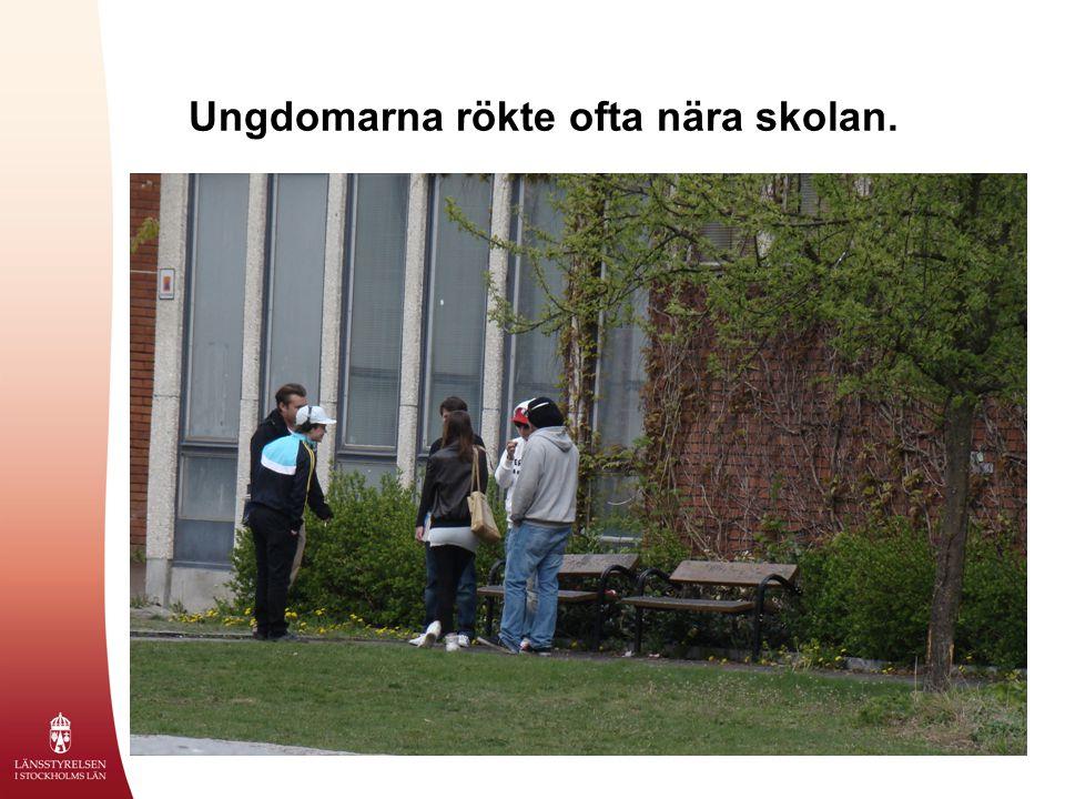 Ungdomarna rökte ofta nära skolan.