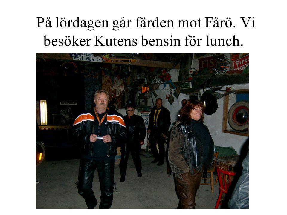 På lördagen går färden mot Fårö. Vi besöker Kutens bensin för lunch.